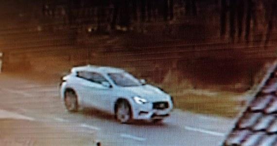 Mazowieccy policjanci zatrzymali poszukiwanego od wczoraj kierowcę białego SUV-a, który prawdopodobnie spowodował śmiertelny wypadek w Przęsławicach w powiecie sochaczewskim. W wypadku zginęła 15-miesięczna dziewczynka, wieziona w wózku przez ojca. Mężczyzna usłyszał już zarzuty.