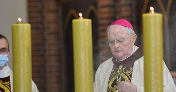 Arcybiskup Henryk Hoser z powodu zakażenia Covid-19 przebywa na oddziale jednego ze szpitali; stan na chwilę obecną jest stabilny - poinformowała w sobotę na Facebooku abp Hosera diecezja warszawsko-praska.
