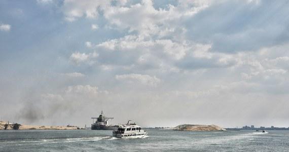 Ostatnie z 422 statki, które musiały czekać na przepłynięcie Kanału Sueskiego z powodu zablokowania go przez kontenerowiec Ever Given, w sobotę przeprawiły się tą trasą - poinformował w oświadczeniu zarząd kanału (SCA).