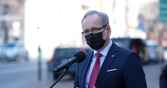 """Minister zdrowia przyznał, że nigdy nie wróci normalność znana sprzed czasów pandemii. """"Część z nas już zawsze będzie używała maseczek i będzie trzymała dystans w obawie przed zakażeniem"""" - powiedział Adam Niedzielski w wywiadzie dla portalu TVN24."""