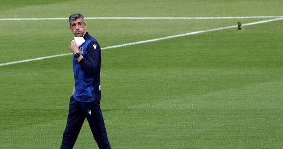 Donośny śpiew, szalik i brawa - tak trener Realu Sociedad Imanol Alguacil cieszył się z wygranej drużyny po zdobyciu Pucharu Króla. Wszystko zarejestrowały kamery i aparaty podczas konferencji po meczu.
