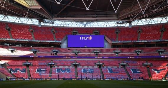Zaplanowany 25 kwietnia na londyńskim Wembley finał piłkarskiego Pucharu Ligi w Anglii obejrzy z trybun osiem tysięcy widzów - potwierdzono w niedzielę. O trofeum zmierzą się Manchester City i Tottenham Hotspur.
