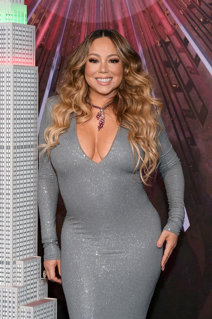 Mariah Carey, jak większość znanych osób, stara się dać dobry przykład fanom, jak radzić sobie podczas pandemii koronawirusa. Pokazała nagranie, na którym widać, jak przyjmuje pierwszą dawkę szczepionki.