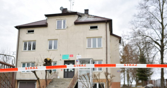 Nie żyją trzy osoby - to tragiczny bilans nocnego pożaru w budynku wielorodzinnym w miejscowości Bojmie w powiecie siedleckim na Mazowszu. Ofiary to 31-letni mężczyzna oraz dwoje dzieci - 9-letnie i 6-letnie. W szpitalu w ciężkim stanie przebywa 32-letnia kobieta.