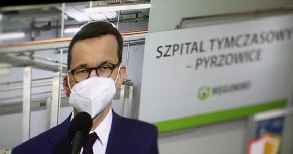 """Tylko 11 proc. Polaków uważa, że rząd Mateusza Morawieckiego dobrze radzi sobie w walce z epidemią koronawirusa - wynika z sondażu SW Research dla rp.pl. Ponad 34 proc. badanych wybrało odpowiedź """"bardzo źle""""."""
