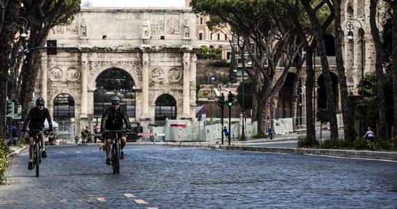 40 procent mieszkańców Włoch wyjdzie we wtorek z twardego lockdownu czerwonej strefy, wprowadzonej w całym kraju na czas Wielkanocy. Zostanie ona utrzymana w 9 regionach, w tym w Lombardii, Piemoncie, Emilii-Romanii, Toskanii i Kalabrii.