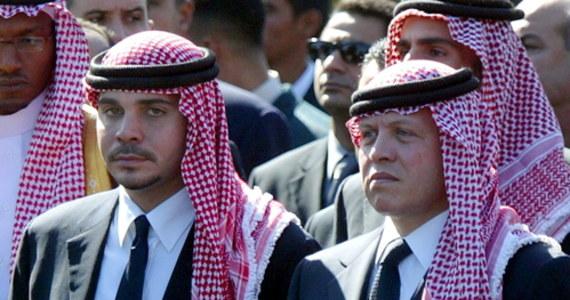 """Były następca tronu Jordanii, Hamza ibn Husajn, zapowiedział, że zamierza przeciwstawić się rządowym zakazom komunikacji ze światem zewnętrznym. """"Nie będę posłuszny"""" – stwierdza w wideo. Władze Jordanii oskarżają księcia o udział w zagranicznym spisku."""