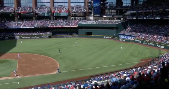 Niemal komplet kibiców oglądał mecz baseballowy na 40-tysięcznym stadionie w aglomeracji Dallas. Texas Rangers to pierwsza amerykańska drużyna sportowa z najbardziej popularnych lig, która zdecydowała się na sprzedaż biletów na wszystkie miejsca na swoim obiekcie.