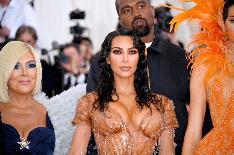 """Amerykańska celebrytka i bizneswoman Kim Kardashian West dołączyła do elitarnego klubu superbogaczy. Na The World's Billionaires, czyli światowej liście miliarderów magazynu """"Forbes"""", jest jedną z... 2755 już osób. Stawce przewodzi założyciel Amazona - Jeff Bezos."""