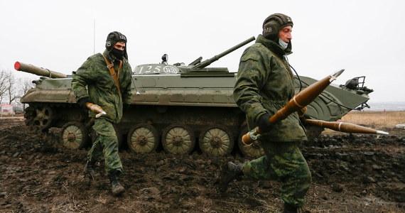 Sztab Operacji Połączonych Sił Zbrojnych Ukrainy podał w środę, że minionej doby w Donbasie siły przeciwnika 14 razy naruszyły zawieszenie broni, a dwóch żołnierzy ukraińskich zginęło. W związku z uszkodzeniem w ostrzale pompowni mieszkańcy ok. 50 miejscowości zostali pozbawieni dostępu do wody.