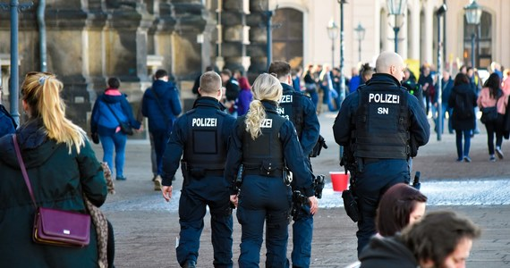 """Policja we Frankfurcie stoi w obliczu skandalu. Podczas kontroli na placu Opery w Wielki Piątek jeden z funkcjonariuszy miał wygłaszać antysemickie uwagi wobec mężczyzny, który nie miał maseczki. Miał go brutalnie zaatakować i zażądać okazania """"żydowskiego dowodu osobistego""""."""