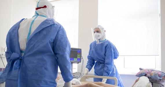 W szpitalu w Grudziądzu zmarł piętnastoletni pacjent chory na Covid-19. Chłopiec miał kilka chorób współistniejących. Jest najmłodszą osobą zakażoną koronawirusem, która zmarła w grudziądzkiej lecznicy w tym roku.