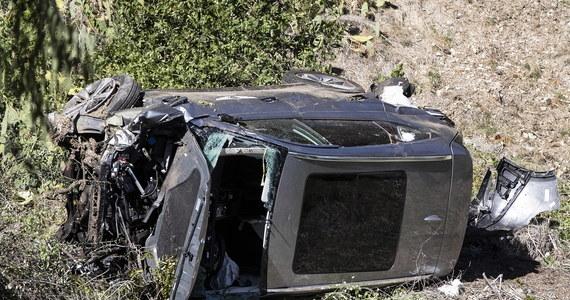 Biuro szeryfa hrabstwa Los Angeles ujawniło nowe informacje ws. poważnego wypadku światowej sławy golfisty Tigera Woodsa, do którego doszło 23 lutego. Jak ustalono, sportowiec uderzył autem w drzewo z prędkością 120 km na godzinę. Komputer pokładowy samochodu nie odnotował śladów hamowania, ale bardzo duży nacisk na pedał gazu. To dało śledczym podstawy do twierdzenia, że sportowiec mógł w panice pomylić pedały.
