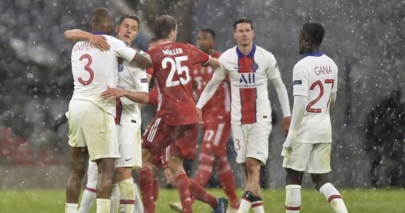 Piłkarze Bayernu Monachium, bez kontuzjowanego Roberta Lewandowskiego w składzie, przegrali u siebie po emocjonującym meczu z Paris Saint-Germain 2:3 w ćwierćfinale Ligi Mistrzów. W innym środowym spotkaniu FC Porto uległo Chelsea Londyn 0:2. Rewanże w tych parach zaplanowano na 13 kwietnia.