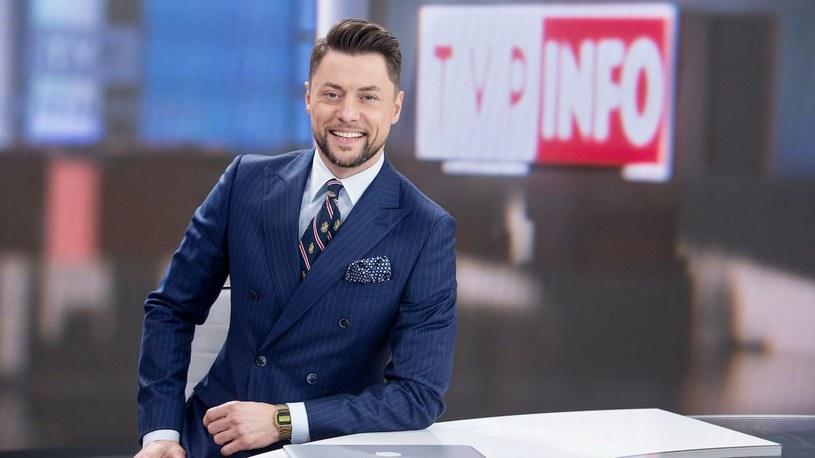 Maciej Dolega - były prezenter pogody w kanałach TVN Grupy Discovery - zostanie nowym gospodarzem porannego pasma w TVP Info.