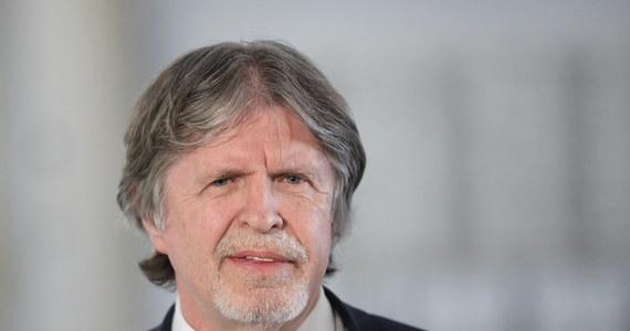 """""""Tak daleko sprawy jeszcze nie zaszły"""" – tak poseł Porozumienia Andrzej Sośnierz odpowiedział w Popołudniowej rozmowie w RMF FM na pytanie, czy przygotowuje się już do przyspieszonych wyborów parlamentarnych. """"Ale oczywiście o tym się mówi. Wywiad pana prezesa Kaczyńskiego zostawił pewne wątpliwości co do przyszłości. To jest jeden z możliwych wariantów rozwoju sytuacji"""" – dodał."""