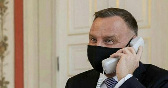 Prezydent Andrzej Duda i byli premierzy Marek Belka oraz Donald Tusk wymieniają się wpisami po tym, jak media obiegła informacja, jakoby prezydent rozmawiał z królem Jordanii przez niepodłączony telefon.
