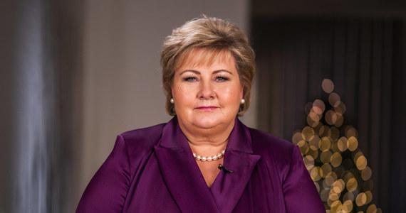Premier Norwegii Erna Solberg ma zapłacić grzywnę w wysokości 20 tys. koron (prawie 2 tys. euro) za złamanie restrykcji przeciwepidemicznych. Szefowa rządu w Oslo zorganizowała imprezę urodzinową.