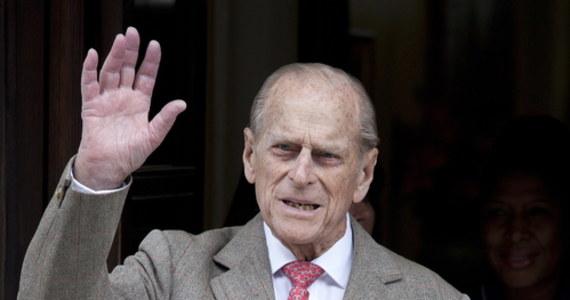 """Brytyjski premier Boris Johnson oświadczył, że """"z wielkim smutkiem"""" przyjął wiadomość o śmierci księcia Filipa. Mąż królowej Elżbiety II zmarł w piątek w wieku 99 lat."""