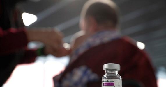 Nie potwierdzono jeszcze, że występuje związek między zakrzepicą zatok żylnych mózgu (CVST) a użyciem szczepionki AstraZeneca przeciwko Covid-19, jednak coraz więcej obserwacji na to wskazuje – informują eksperci brytyjscy w BBC News.