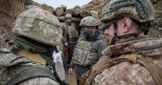 """Rozpowszechniane przez Rosję informacje o rzekomym """"przygotowywanym przez Ukrainę natarciu na Donbas"""" nie odpowiadają rzeczywistości, mają dyskredytować Kijów i budzić panikę - oświadczył w piątek szef sztabu generalnego sił zbrojnych Ukrainy gen. Rusłan Chomczak."""