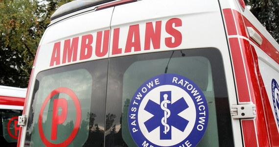 16-latka wypadła z okna mieszkania na czwartym piętrze w Kaliszu. Policjanci ustalają przebieg i okoliczności zdarzenia.