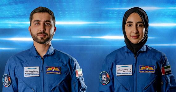 Pierwsza w historii Zjednoczonych Emiratów Arabskich kobieta została wytypowana jako kandydatka do szkolenia dla astronautów w NASA, jakie odbywa się w ramach rozwoju sektora badań kosmicznych w ZAE - podało centrum Muhammada bin Raszida w Dubaju.