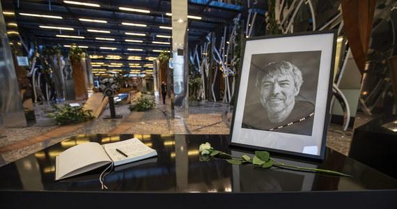 """W weekend odbył się pogrzeb Petra Kellnera, najbogatszego Czecha, który zginął 27 marca w katastrofie śmigłowca na Alasce - poinformował w poniedziałek dziennik """"Blesk"""". Według gazety został on pochowany w ogrodach swojej willi w Pradze."""