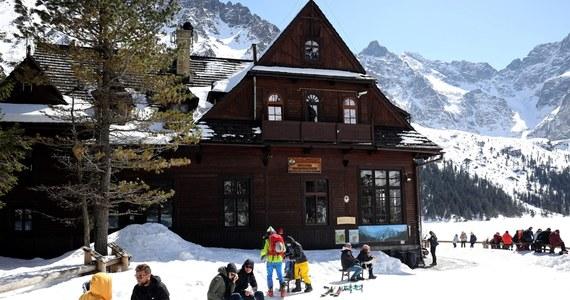 Wraca zima. Synoptycy zapowiadają, że w ciągu najbliższych trzech dni w górach może spaść nawet pół metra śniegu. Poprawa pogody nadejdzie przed weekendem.