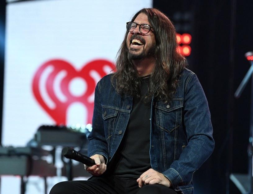 """""""Jeśli chcesz być w tym biznesie, musisz najpierw wsiąść do busa"""" - nie ma wątpliwości Ringo Starr w zwiastunie dokumentu """"What Drives Us"""". Za film w gwiazdorskiej obsadzie odpowiada Dave Grohl, lider grupy Foo Fighters."""