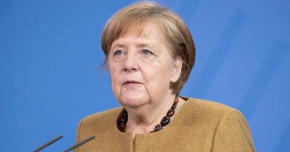 """Rząd federalny Niemiec zatwierdził we wtorek projekt nowelizacji ustawy o ochronie przed zakażeniami; zdecydował się na utworzenie tzw. hamulca bezpieczeństwa dla całego kraju. To """"ważna i pilna decyzja"""" - oceniła kanclerz Angela Merkel."""