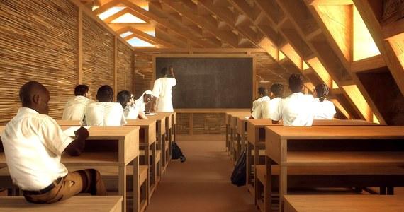 W pożarze, jaki ogarnął we wtorek krytą trzciną szkołę podstawową w stolicy Nigru, Niamey, zginęło dwadzieścioro dzieci - poinformował szef nigerskiej straży pożarnej płk Bako Boubacar. Przyczyna pożaru nie jest znana, trwa śledztwo w tej sprawie - zaznaczył.