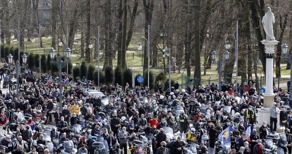 Prokuratura w Częstochowie wszczęła śledztwo w sprawie niedzielnej pielgrzymki motocyklistów na Jasną Górę - informuje Onet. Śledztwo dotyczy sprowadzenia niebezpieczeństwa dla życia i zdrowia wielu osób, poprzez spowodowanie zagrożenia epidemiologicznego.
