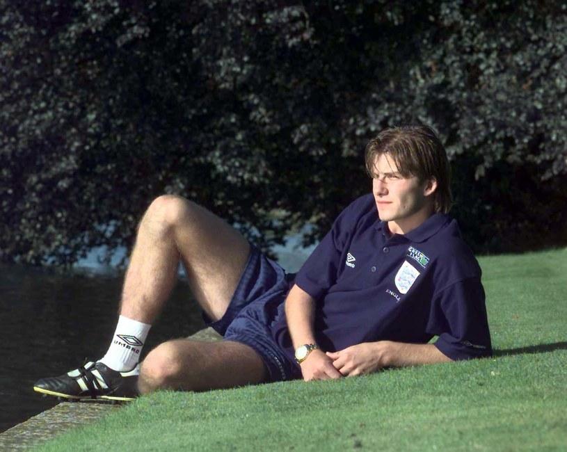 """David Beckham wystąpi w produkcji platformy streamingowej Disney+ zatytułowanej """"Save Our Squad"""". Będzie to kilkuodcinkowa seria z gatunku reality-tv. Były gwiazdor piłkarskiej reprezentacji Anglii wróci w niej do miejsca, w którym zaczynał swoją sportową karierę."""