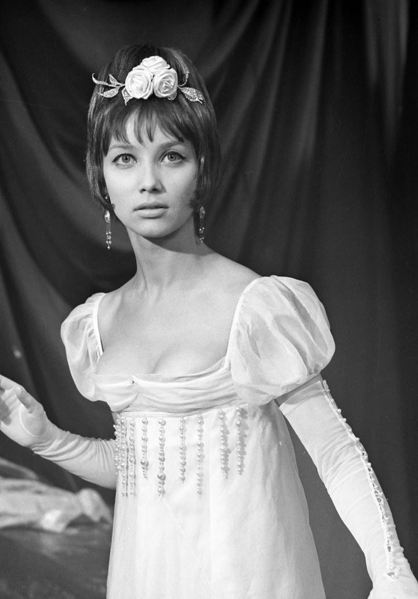 Opiewano ją w piosenkach, wzdychano do niej, w kioskach sprzedawano lusterka z jej podobizną na odwrocie. Pola Raksa kończy 14 kwietnia 80. lat. Widzowie mają jednak nadzieję, że pomimo silnego postanowienia podjętego przed laty, zobaczą ją jeszcze na ekranie.