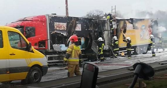 Na autostradzie A4 na wysokości Opola zapaliła się ciężarówka. Słuchacze alarmują na Gorącą Linię RMF FM o ogromnych utrudnieniach dla kierowców w tym miejscu. Od Was dostaliśmy również film z akcji gaśniczej.