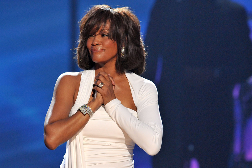 """W programie """"The Talk"""" Bobby Brown podzielił się szokującą opinią na temat śmierci Whitney Houston i Bobbi Kristiny. Według niego winę za obie tragedie ponosi były partner Bobbi Kristiny – zmarły w zeszłym roku Nick Gordon."""