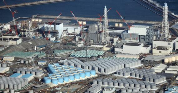 """Rząd Japonii oficjalnie zatwierdził decyzję o uwolnieniu do oceanu ponad miliona ton przefiltrowanej, ale wciąż radioaktywnej wody ze zniszczonej elektrowni jądrowej w Fukushimie. Oburzyło to władze innych krajów m.in. Chin. """"Pacyfik nie jest japońskim ściekiem"""" – powiedział rzecznik chińskiego Ministerstwa Spraw Zagranicznych Zhao Lijian."""