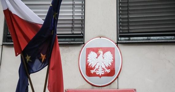 Polska wydala rosyjskich dyplomatów. Jak poinformowało Ministerstwo Spraw Zagranicznych trzech pracowników Ambasady Federacji Rosyjskiej w Warszawie zostało uznanych za personae non gratae. Nota dyplomatyczna w tej sprawie została dziś wręczona rosyjskiemu ambasadorowi.