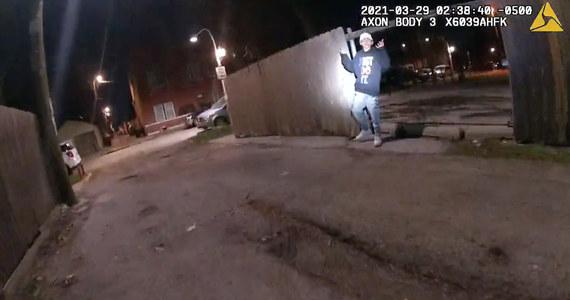Władze Chicago opublikowały w czwartek materiał filmowy z kamer policyjnych, który ujawnia okoliczności zastrzelenia przez policjanta 13-letniego Adama Toledo podczas interwencji, do jakiej doszło 29 marca o godz. 2:30 nad ranem w Little Village w Chicago.