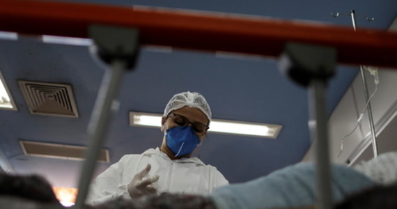 Mamy 17 847 nowych przypadków zakażenia koronawirusem - podało w piątek Ministerstwo Zdrowia. Zmarło 595 pacjentów z Covid-19. Łącznie od początku pandemii zakaziło się 2 660 088 osób, a 61 208 osób zmarło.
