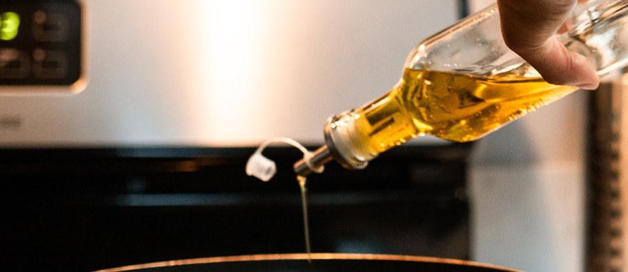 Przed spożywaniem jednej partii oleju z nasion gorczycy przestrzega Główny Inspektorat Sanitarny. Zawierał niedopuszczalny poziom kwasu erukowego.