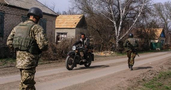 """Szef MSW Ukrainy Arsen Awakow wezwał w piątek ukraińskich patriotów do zjednoczenia się, by bronić kraju przed """"możliwymi prowokacjami i agresją"""". Jesteśmy za pokojem, ale ze względu na rosnące siły Rosji u naszych granic przygotowujemy się do obrony - dodał."""