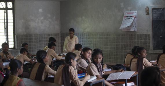 """""""Najbiedniejsi ucierpieli w pandemii najbardziej"""" - mówi RMF FM doktor Helena Pyz, która od 30 lat prowadzi w Indiach Ośrodek Rehabilitacji Trędowatych Jeevodaya. W tej placówce uczone są dzieci osób trędowatych, dla których to często jedyna szansa na zyskanie wykształcenia. Teraz, kiedy nauka stanęła – proszą o pomoc."""