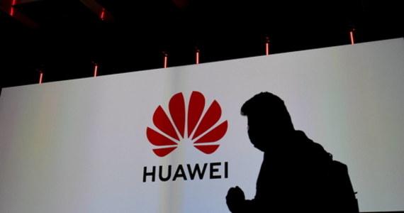 """Dziennik """"De Volkskrant"""" ujawnił poufny raport wewnętrzny firmy Capgemini z 2010 roku, z którego wynika, że Huawei podsłuchiwał klientów KPN, największej firmy telekomunikacyjnej w Holandii, w tym członków rządu."""