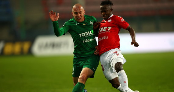 Piłkarze Wisły Kraków przeżywają wyraźny kryzys formy. Podopieczni Petera Hyballi przegrali z Wartą Poznań 0:1 doznając trzeciej kolejnej porażki.