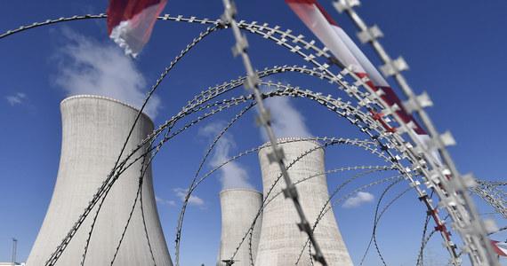 Ostatni konflikt z Rosją może spowodować jej niedopuszczenie do przetargu na budowę nowego bloku elektrowni atomowej Dukovany - przekazał w sobotę wieczorem dziennikarzom wicepremier i minister przemysły i handlu Karel Hawliczek. Wartość kontraktu ocenia się na ok. 6 mld euro.