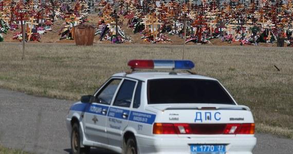 W wypadku samochodowym, do jakiego doszło w niedzielę rano w obwodzie rostowskim na południu Rosji, zginęło pięć osób, a jedna jest poważnie ranna. Za kierownicą samochodu siedział 14-latek. Łącznie w samochodzie było sześć osób.