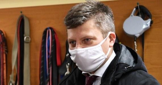 Kandydujący w przedterminowych wyborach prezydenta Rzeszowa wiceminister sprawiedliwości Marcin Warchoł zaprezentował w mediach społecznościowych swój spot wyboczy. Wsparcia politykowi Solidarnej Polski udziela w nim były prezydent miasta Tadeusz Ferenc.