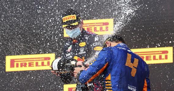 Holender Max Verstappen (Red Bull) wygrał wyścig o Grand Prix Emilii-Romanii, drugi w tegorocznym sezonie mistrzostw świata Formuły 1. Broniący tytułu Brytyjczyk Lewis Hamilton (Mercedes) zajął drugie miejsce, trzeci był jego rodak Lando Norris (McLaren).